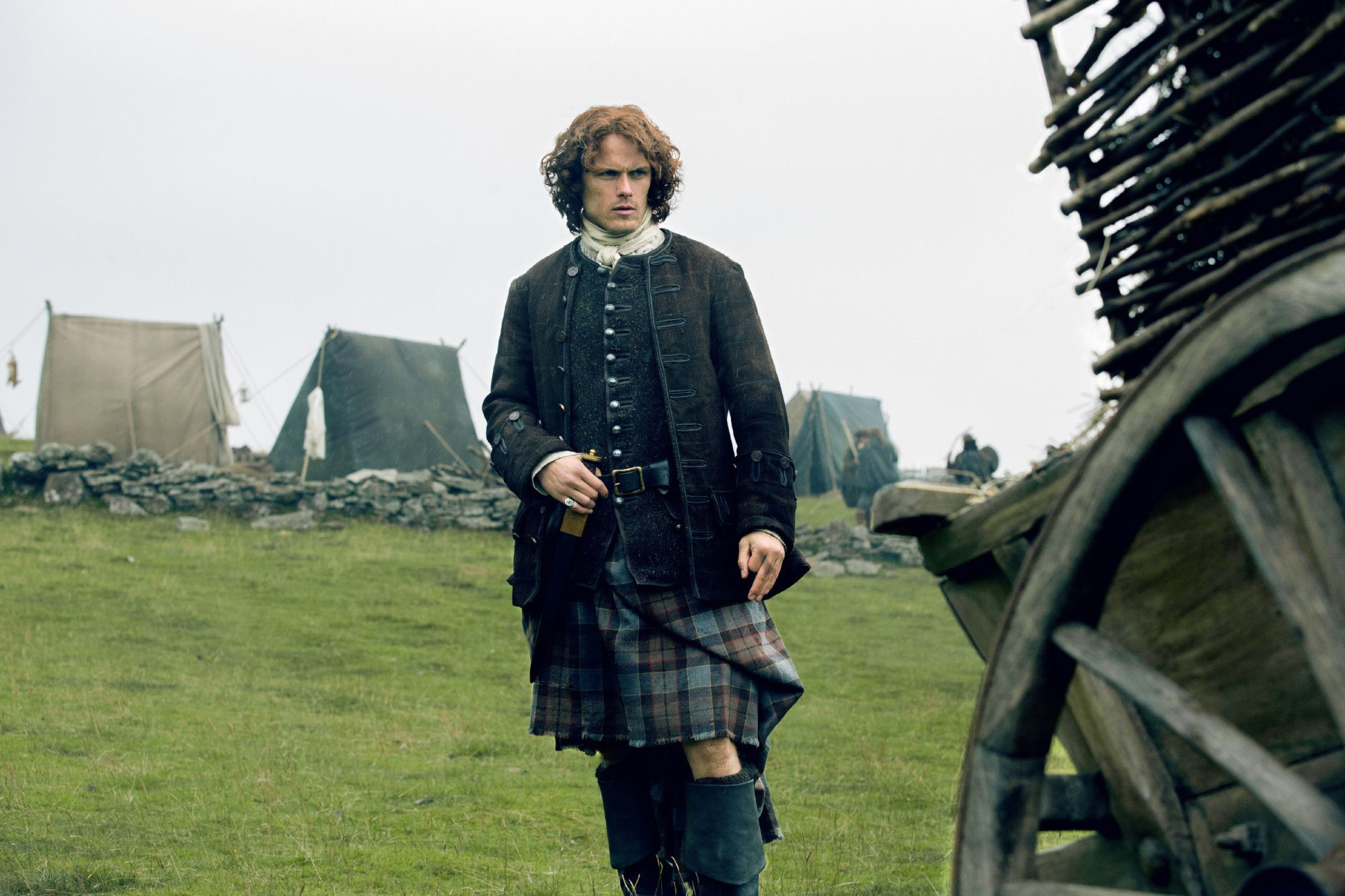 "Here are 10 UHQ stills from episode 2×09 of Outlander titled ""Je Suis Prest"".    More after the jump!  –"