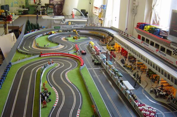 User posted image slot car traks pinterest pistas de for Decoracion circuitos slot