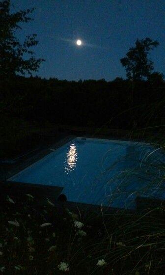 Pleine lune sur la piscine