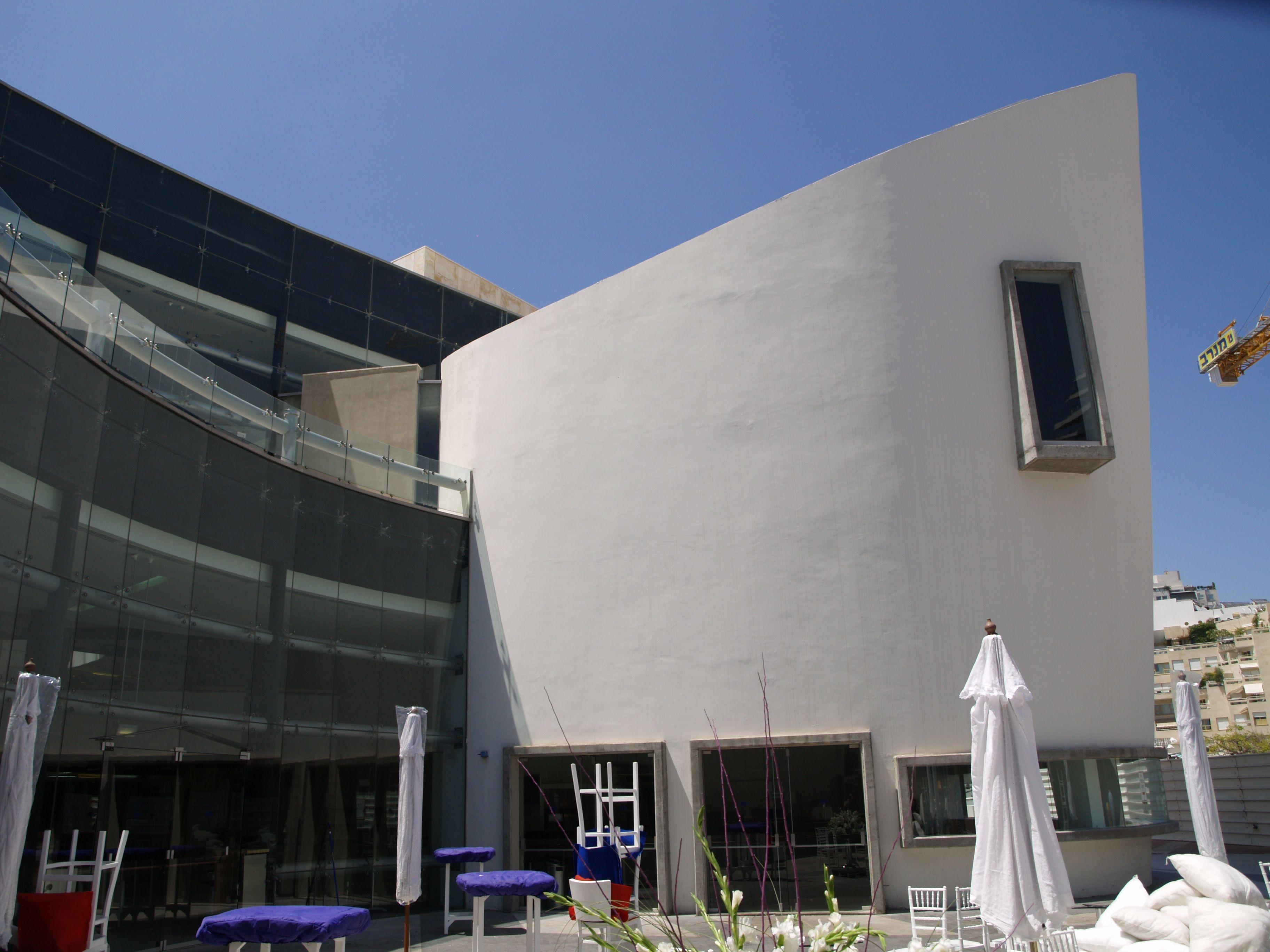 ENTERTAINMENT. Tel Aviv Performing Arts Center. The Tel Aviv Performing Arts Center is a performing arts center at King Saul Boulevard in Tel Aviv, Israel.