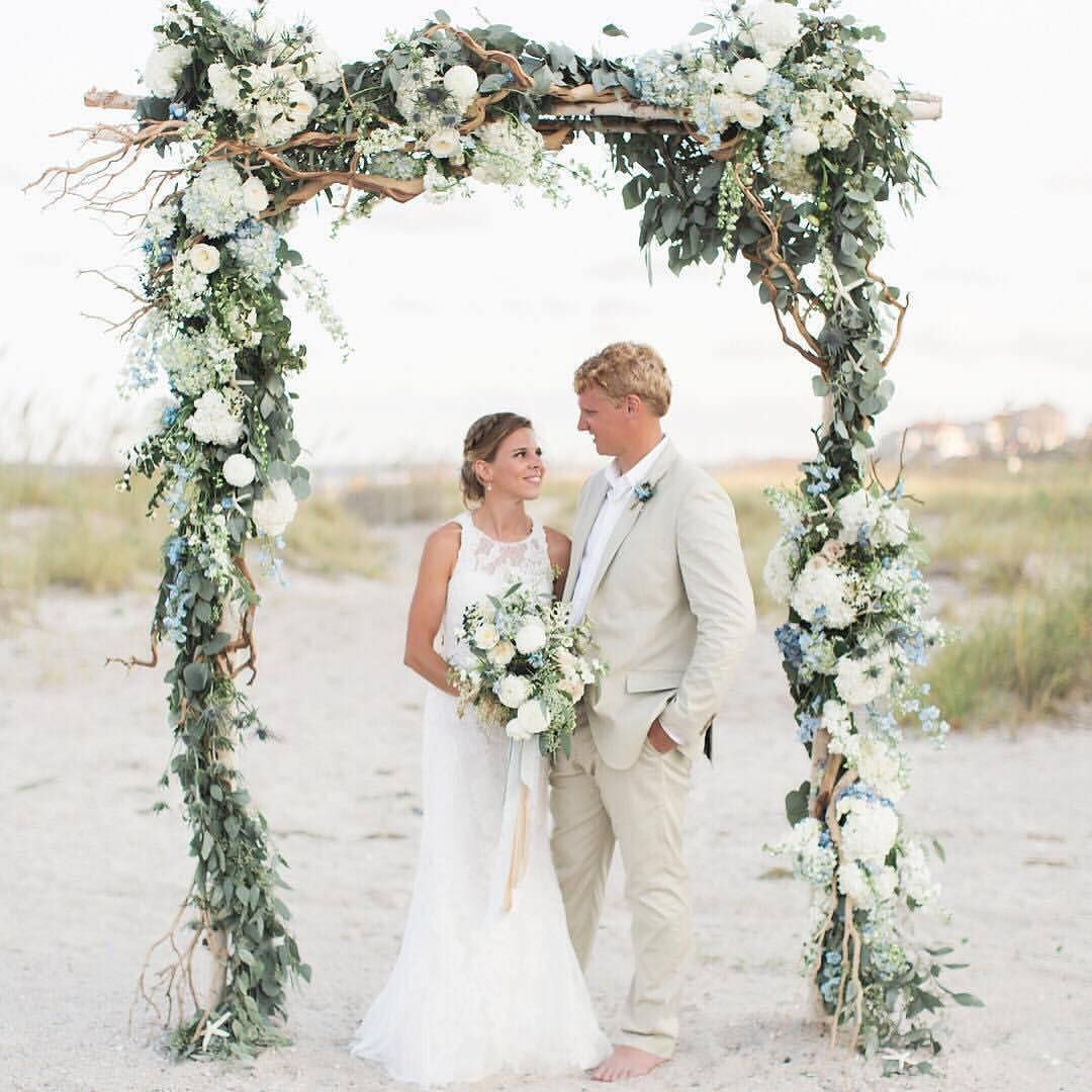 Wedding Ceremony Sites: How Absolutely Gorgeous Is This Ceremony Arch Created By