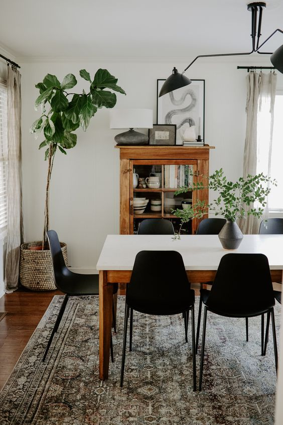 Svelti Pure Black Dining Chair