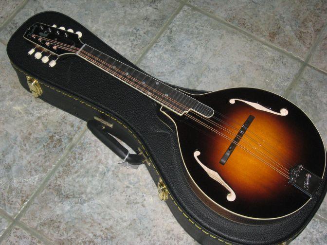 Kentucky KM950 Deluxe A Style Mandolin & Case | Kentucky and
