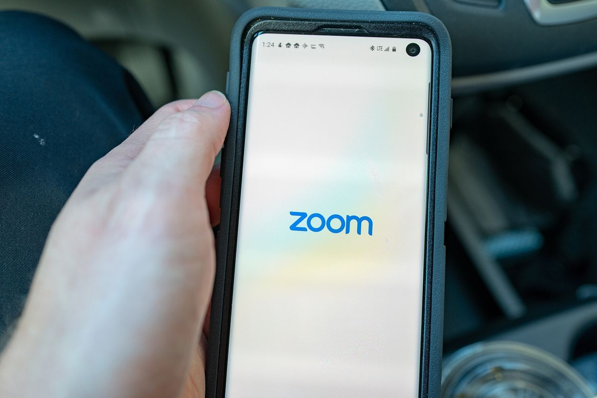 Zoom Technologies Trading Suspended After Ticker Confusion Technology Facebook Features Zoom Call
