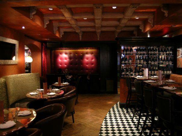 Banc Café, uno lugar para disfrutar de buena música y de la mejor cocina internacional de la zona por el chef Chef John J. Loughran de River Café