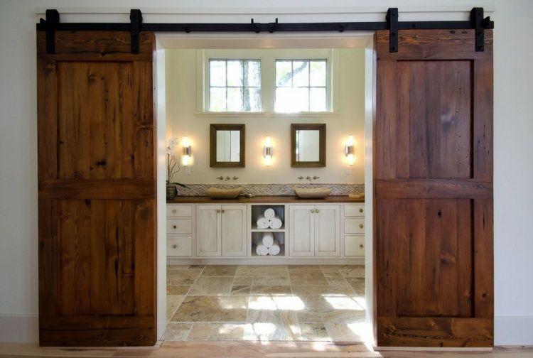 Doppelschiebetür Holz schiebetüre aus holz fürs badezimmer im mediterranen stil