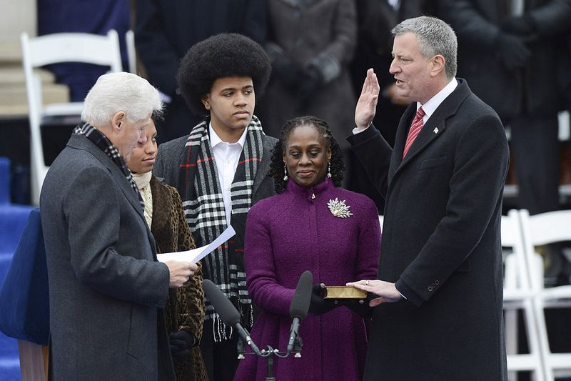 Bill Clinton Swears In Bill de Blasio As New York City Mayor