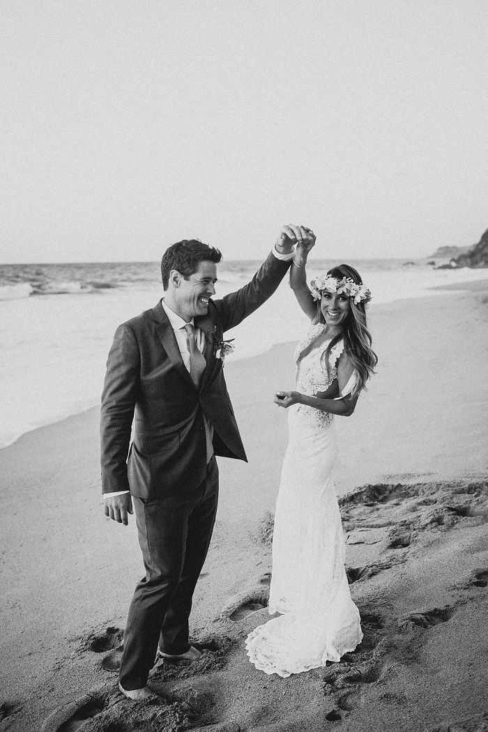 Bride and groom wedding portraits on the beach | fabmood.com