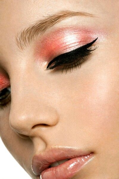 Same shade eyes nd lips