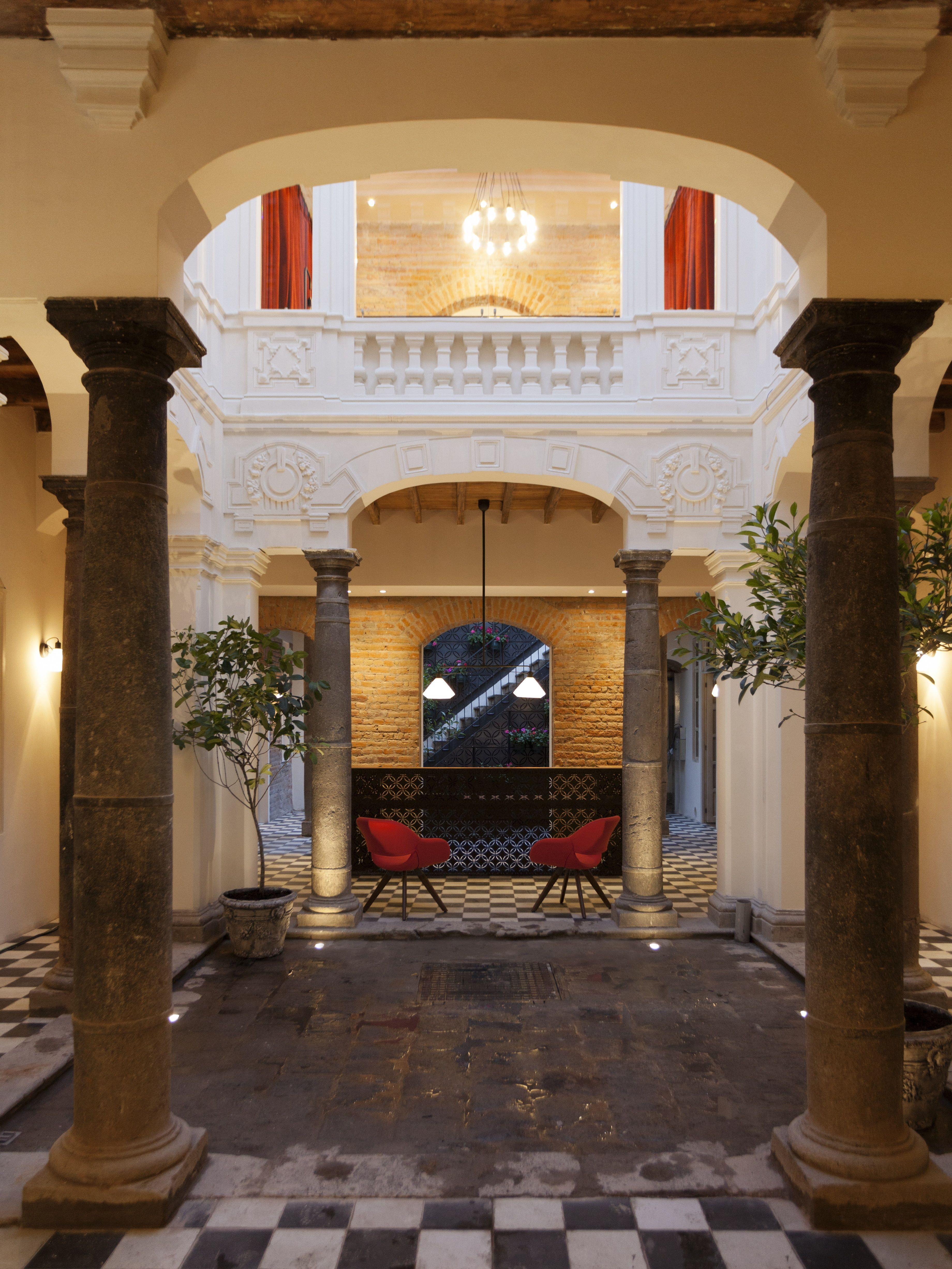 Carlota quito ecuador the elegant carlota hotel rises for Design hotel quito