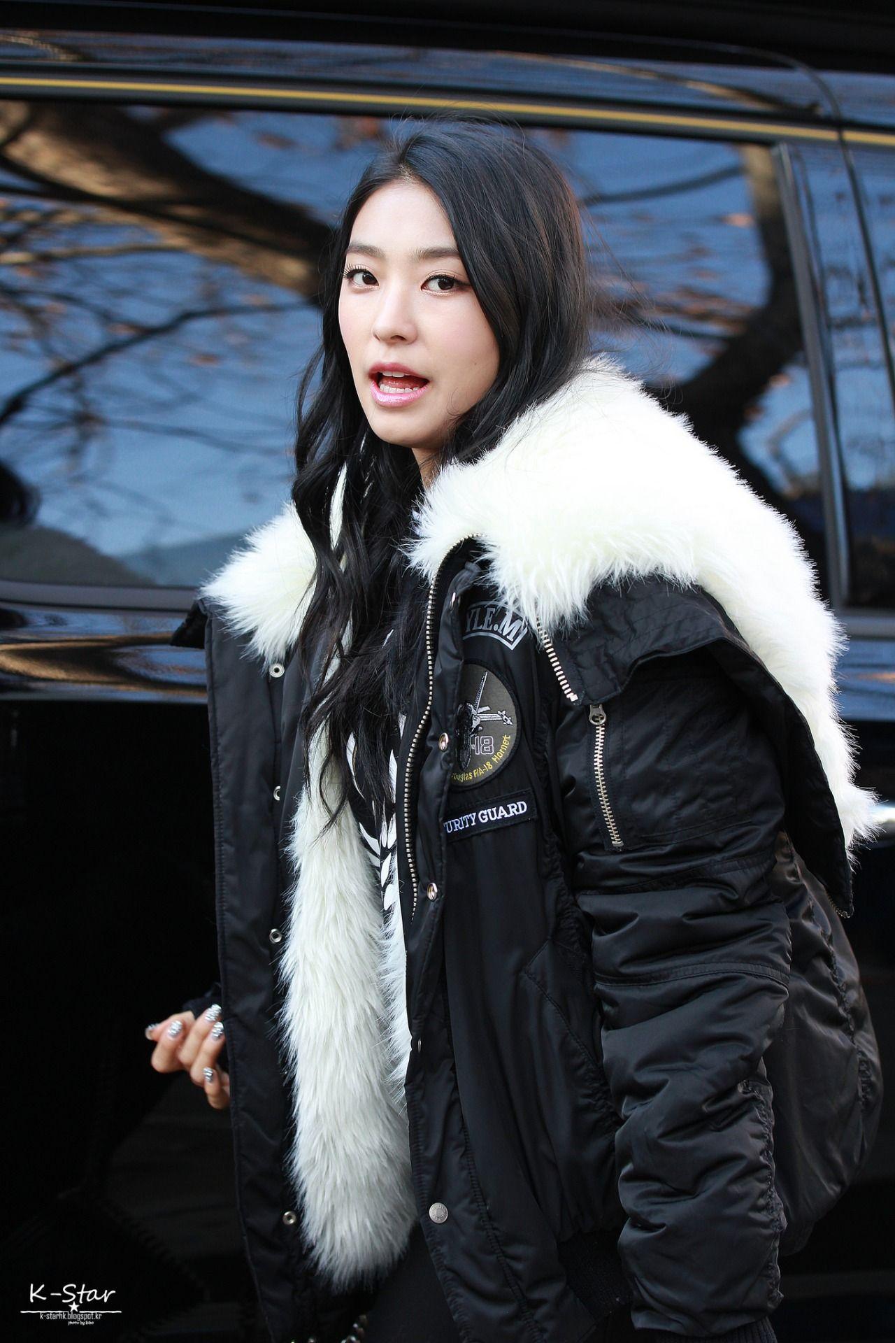 Pin By Arianna Isazaki On Kpop Winter Jackets Female Canada Goose Jackets