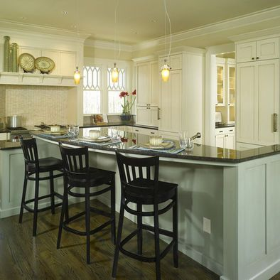 Broad Curved High Bar Side Hides The Side With The Cooktop Gives Lots Of Legroom Room For Outlets Kitchen Design Traditional Kitchen Design Kitchen Remodel