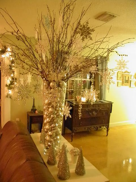Large vase filled with ornaments and branchespretty ♥ Navidad