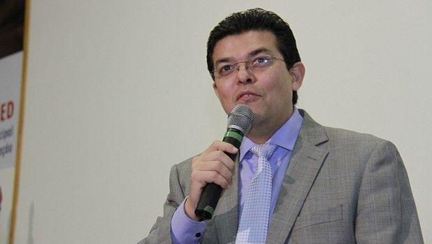 O ASSUNTO É!?: Justiça exige holerite de Olarte e 8 vereadores su...