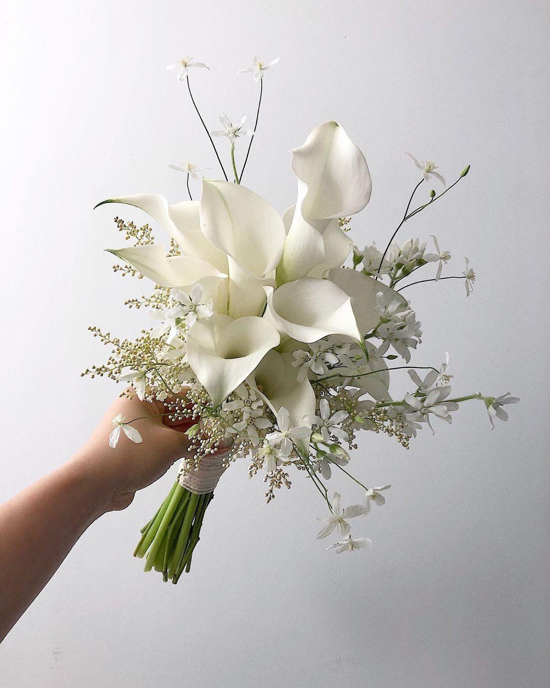Weddingbouquet Bridalbouquet Bouquet 카라가 예쁜 계절 Calla Whitecalla 믹스부케 Mixedbouquet 웨딩부케 본식부케 린다 결혼식 꽃꽂이 결혼식 꽃 작은 꽃꽂이