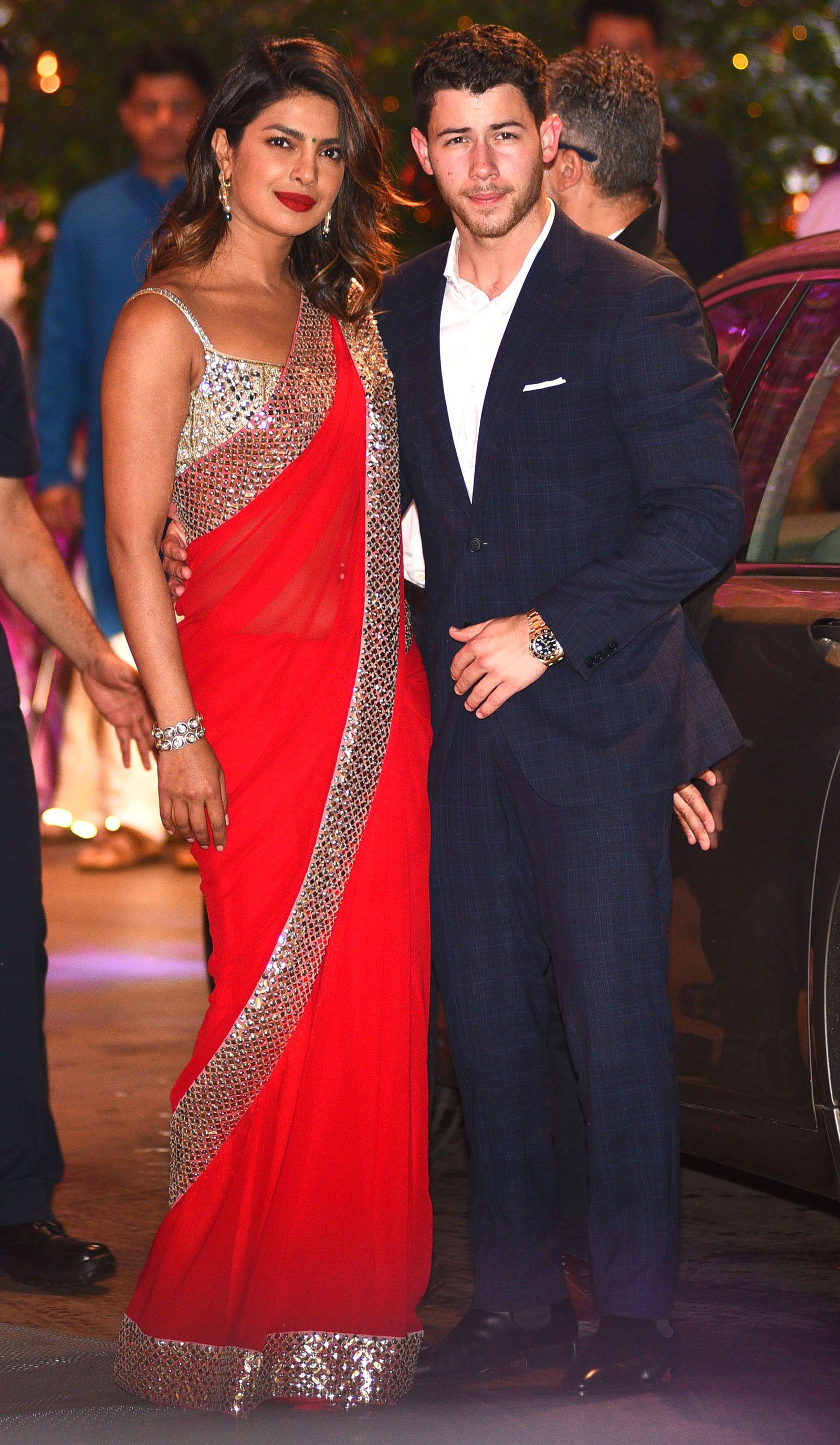 Priyanka Chopra Nick Jonas Hung Out With Meghan Markle Prince Harry And We Re Screaming Priyanka Chopra Wedding Priyanka Chopra Saree Bollywood Fashion