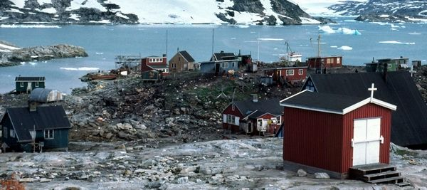 http://www.larslyn.dk/groenland/ammassalik/1990.htm
