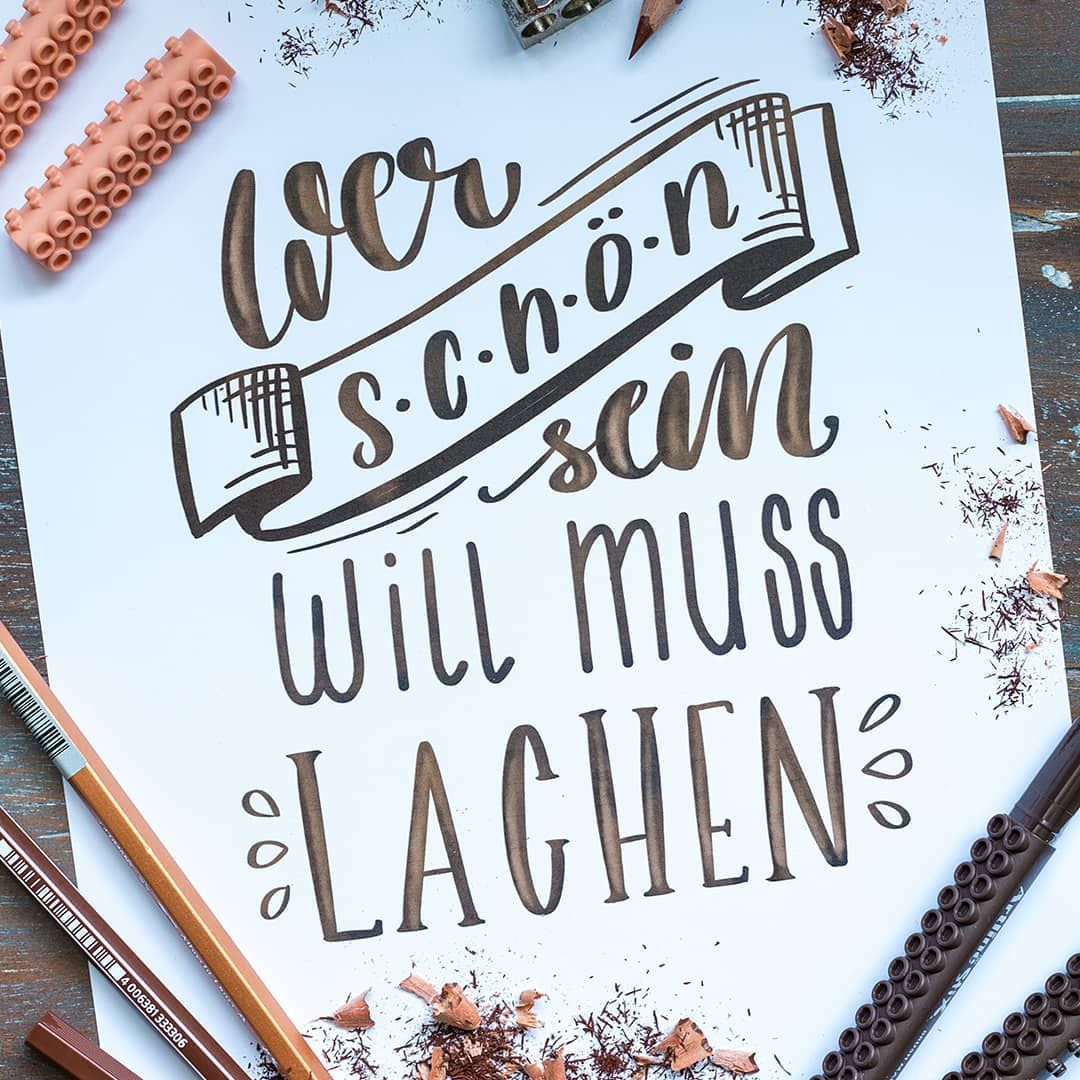 """Timo Ostrich on Instagram: """"Wer schön sein will, muss lachen! ?? Richtig?! . . . #handlettering #lettering #handlettered #lettered #brushlettering #brushpen…"""""""