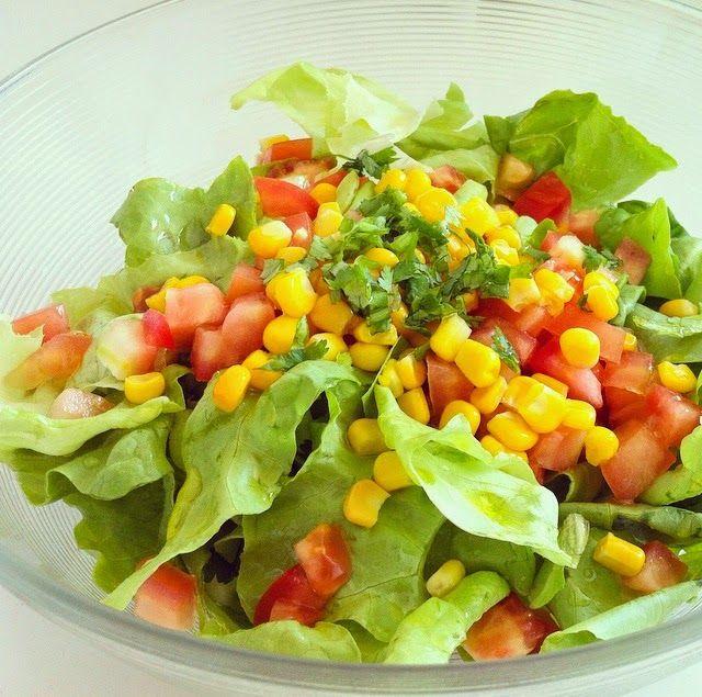Paladares Sabores De Nati Ensalada De Maíz Tierno Tomates Y Lechugas Ensaladas De Maíz Ensaladas Fáciles Con Lechuga Comida Saludable Ensaladas