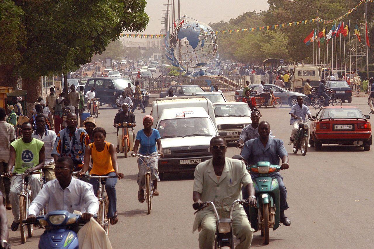 * Ouagadougou * Capital de Burkina Faso.  População: 1.475.223 habitantes (em 2006).