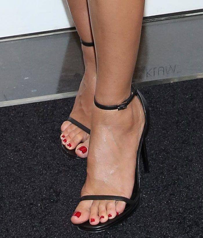 Geppert feet viviane Viviane Geppert