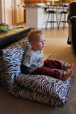 Pillow bed - folded up as a chair! | Sewing for kids