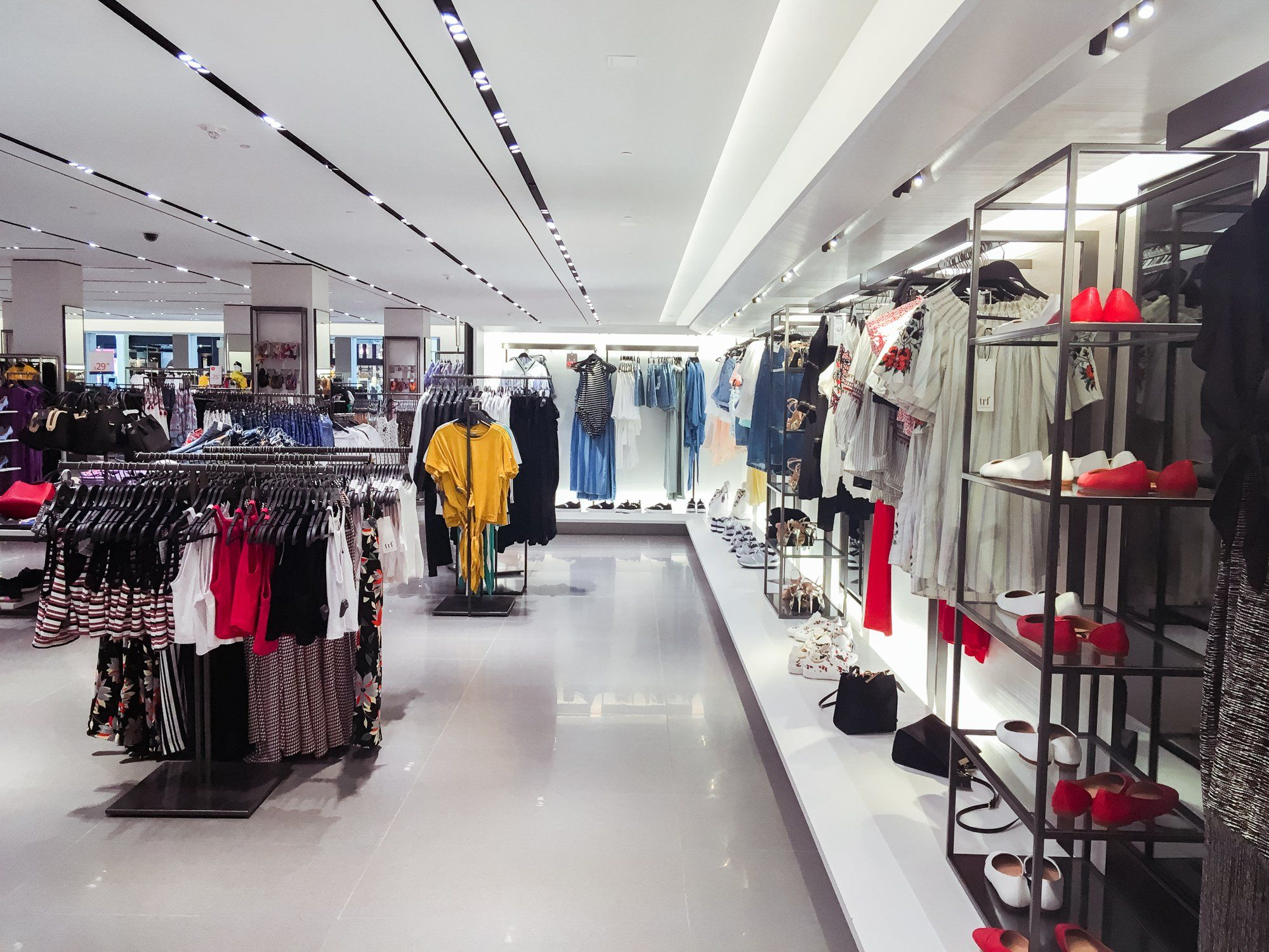 Zara Competes With Amazon Asos With Store Delivery In 2020 Zara