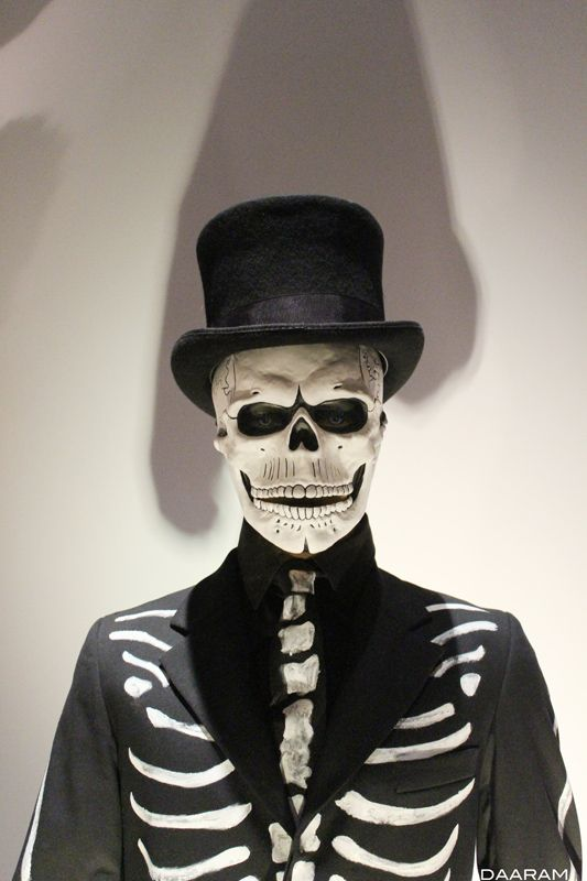 painted costume and skull mask worn by james bond daniel. Black Bedroom Furniture Sets. Home Design Ideas