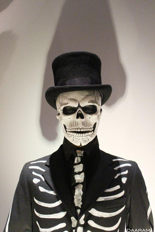 die besten 25 skelett kost m james bond ideen auf pinterest halloween kost m james bond. Black Bedroom Furniture Sets. Home Design Ideas