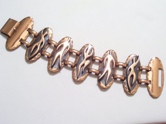Rare vintage wide link copper bracelet by Francisco Rebajes featuring elongated oblong shaped links with hammered scalloped edges and different