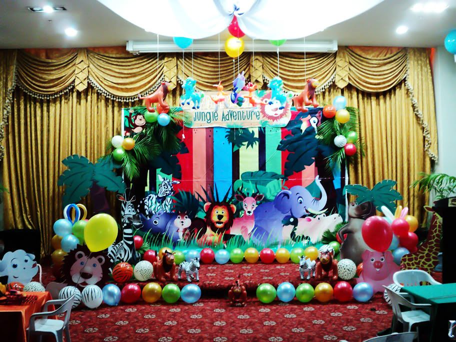 Backdrop lion king jungle theme pinterest backdrops for Baby shower stage decoration