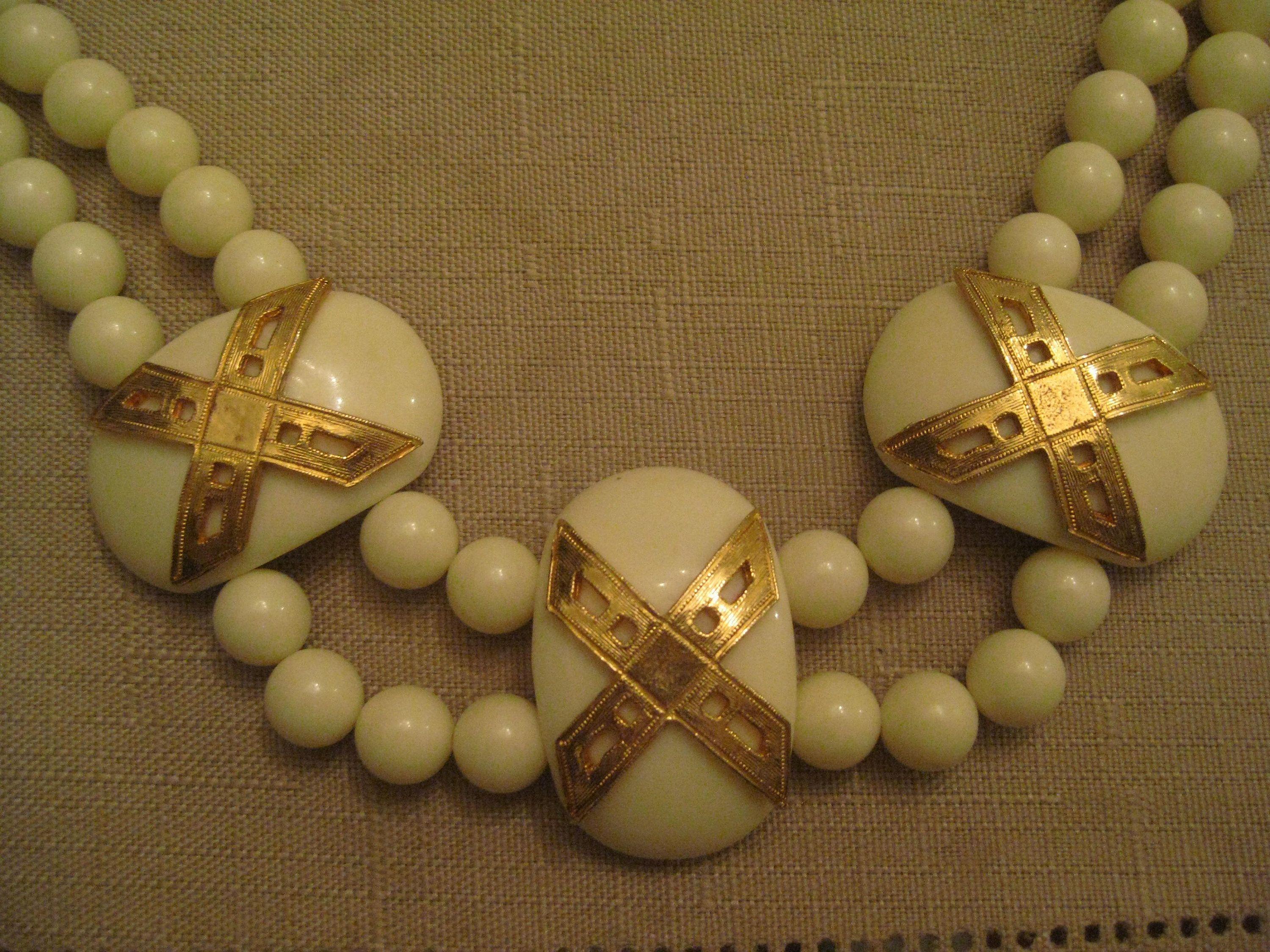 23 Gold Tone Metal Vintage With Cream Plastic Link and Clear Rhinestone Necklace