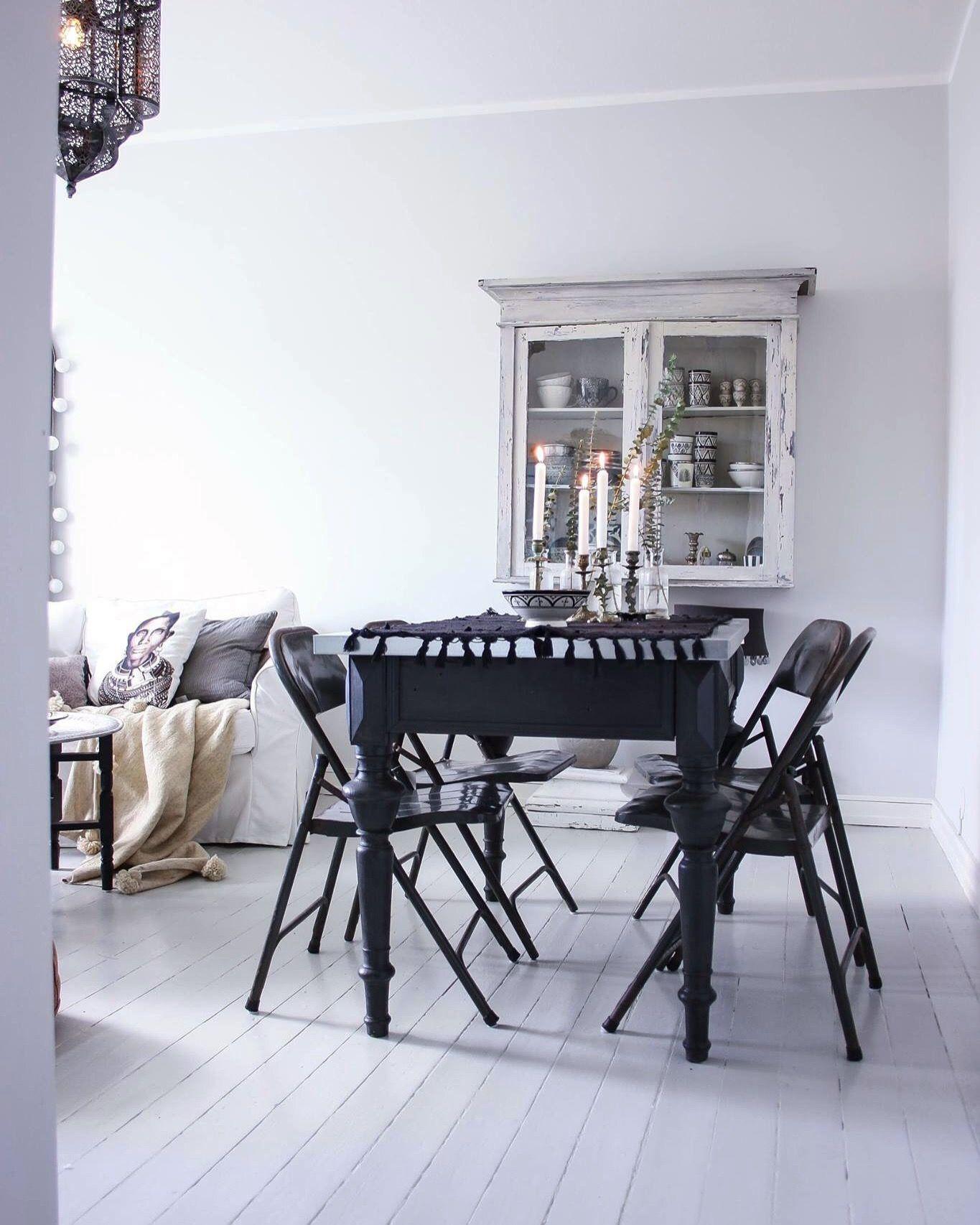 Vardagsrum Livingroom Tinek Day Home Matbord Stolar Tolix Inspiration Brickbord Spegel Happy