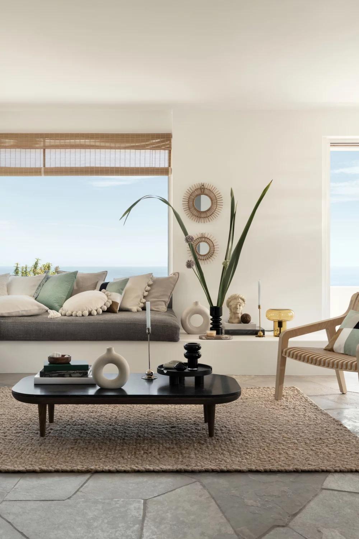 15 Salons Beiges Modernes Et Irresistibles Large Ceramic Vase Vase With Lights Home Decor
