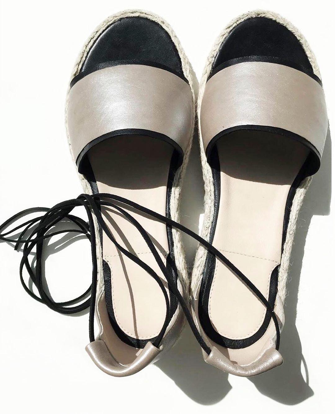 Лето совсем близко 🥰 Успей подготовится к самому прекрасному времени года 🌱 Сандалии которые станут для тебя незаменимыми 🌸 . • Натуральная кожа • Платформа 2см. • Цена 2000 UAH . Доступны к заказу 36-41 размеры👌 Сделано в Украине! .  #shoes #shoelover #handmade #shoesukraine #ukrainianshoes #shoe #leathershoes #обувьукраина #женскаяобувь #онлайн #онлайнобувь #обувьженская #кожанаяобувь #обувь #летняяобувь #стильнаяобувь #взуття #взуттяукраїна #зробленовукраїні #жіночевзуття #forwoman #madew