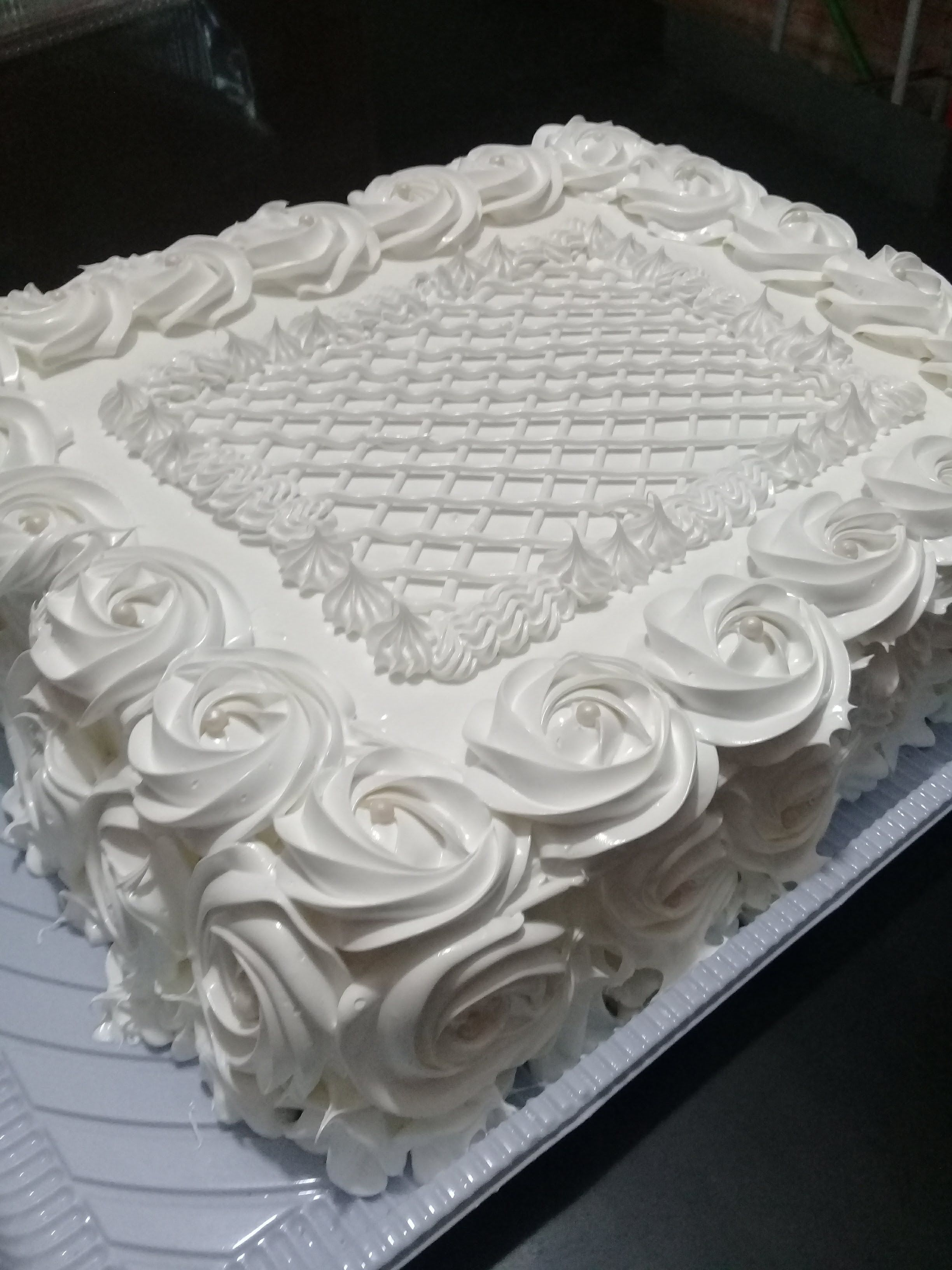 Flat Cake Decoration In White Z With Images Cake Frosting