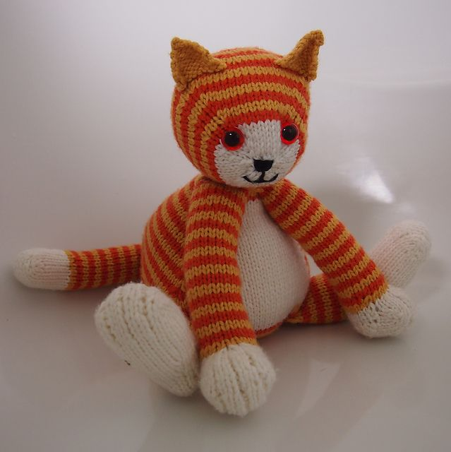 Ravelry: Tubby Tabby pattern by Browneyedbabs $4.99 a super cute fat cat knitting pattern