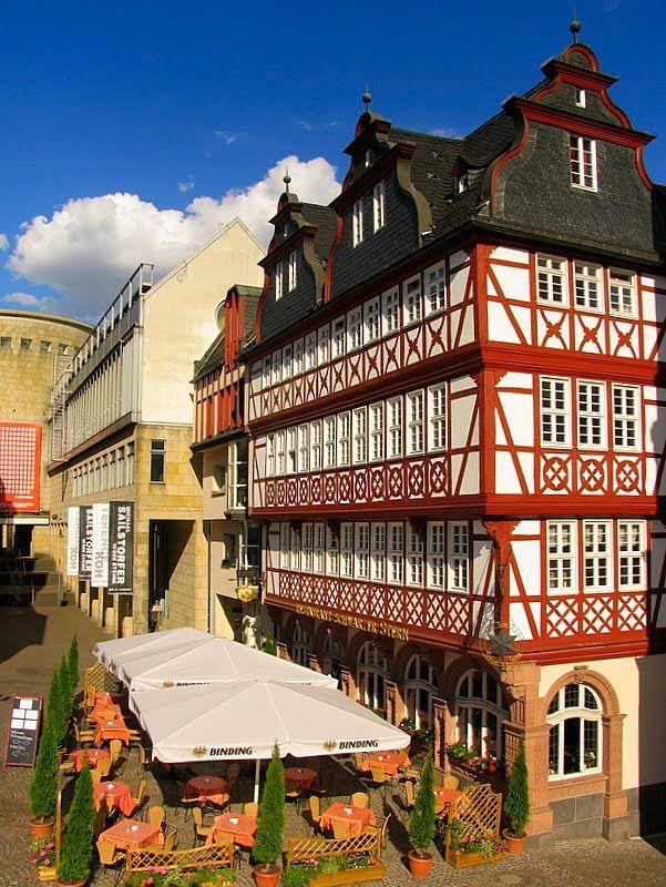 Frankfurt Altstadt Im Hintergrund Die Schirn Kunstmuseum Altstadt Reisen Reiseziele