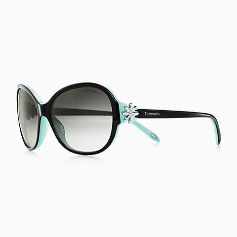Tiffany Garden round sunglasses in black acetate, alternate fit.