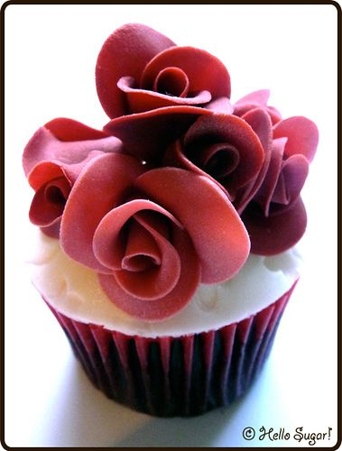 HELLO SUGA! red rose cupcake