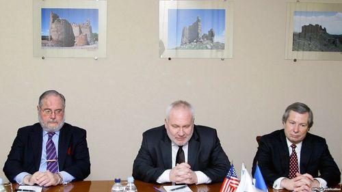 El co-presidente estadounidense del Grupo de Minsk de la OSCE viaja a Moscú para discutir el proceso de solución de Karabaj.