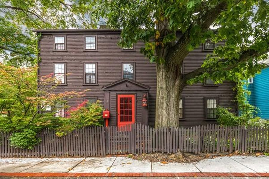 1 Daniels St Salem Ma 01970 Mls 72411217 Zillow Victorian Homes Exterior Old House Dreams Salem
