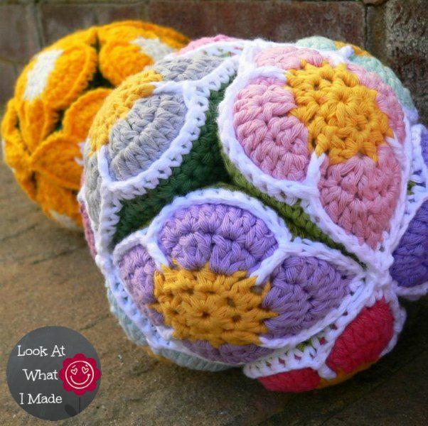 Amish Puzzle Ball Mit Blumen Häkeln Babyspielsachen Pinterest