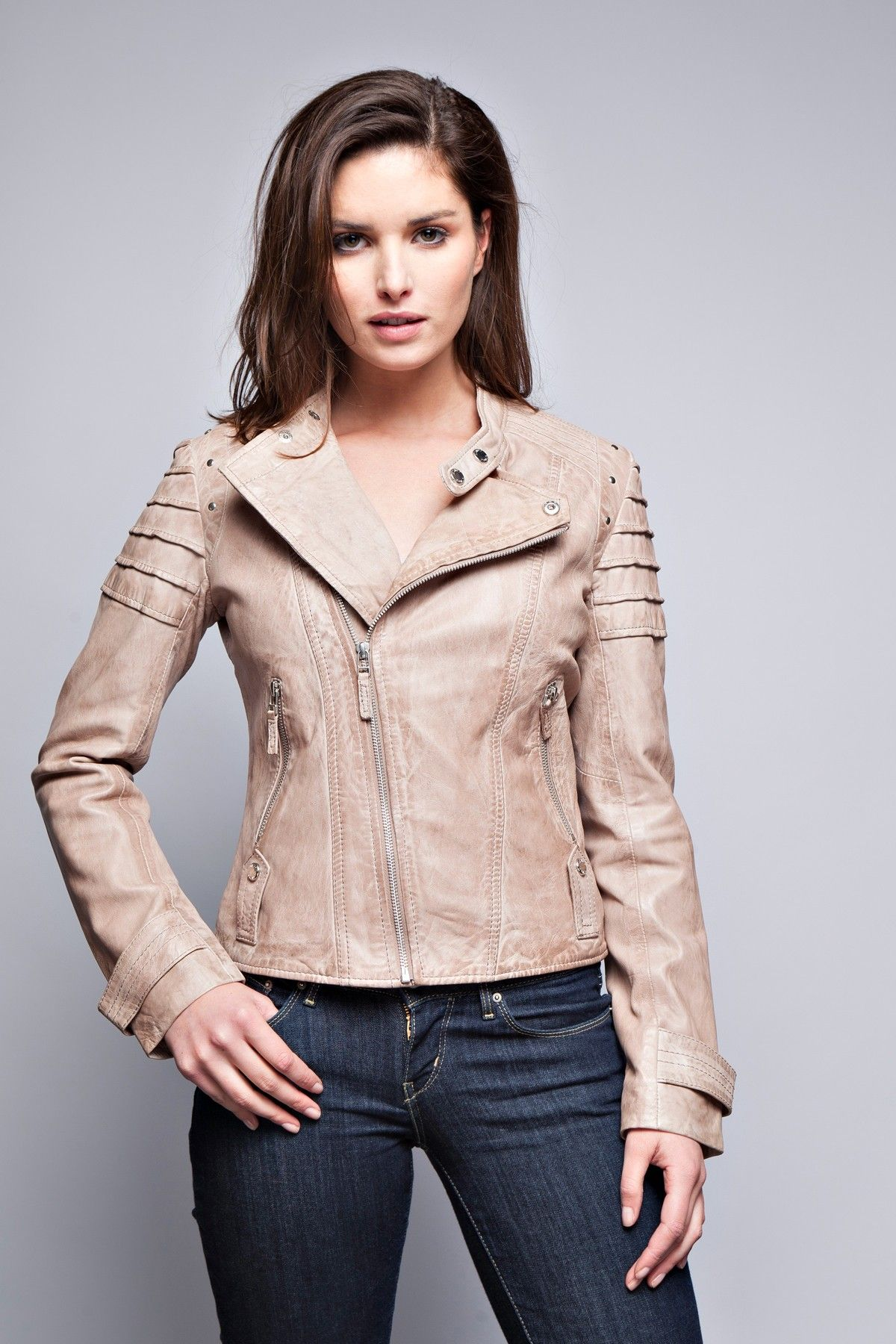 Erreur 404 Leather Jacket Outfit Winter Beige Leather Jacket Beige Leather Jacket Outfit [ 1800 x 1200 Pixel ]