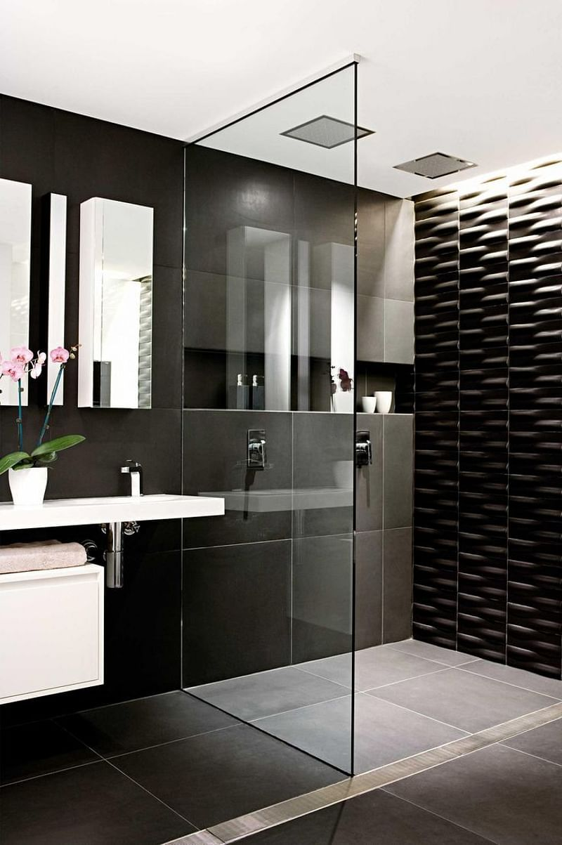 Get Inspired With Our Black And White Bathroom Ideas Our Images And Photos Show You The Best Ideas In 2020 White Bathroom Decor Gray Bathroom Decor Bathroom Interior