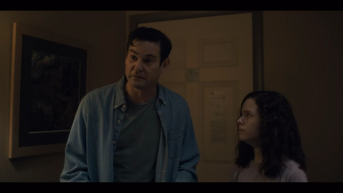 Henry Thomas As Young Hugh Crain Lulu Wilson As Young Shirley In Season 1 Episode 5 Of The Haunting Of Hill House Source House On A Hill Haunting Hills