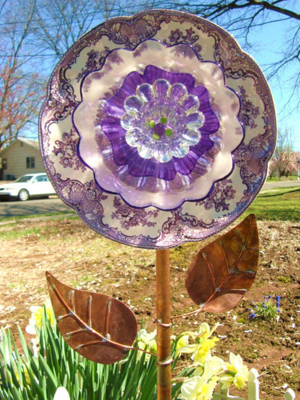 Best Glass Totems Garden Art Ideas For Beautiful Garden 5100