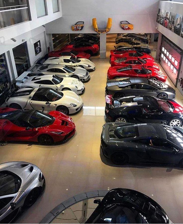 Garage für 12 Autos Luxury car garage, Car showroom
