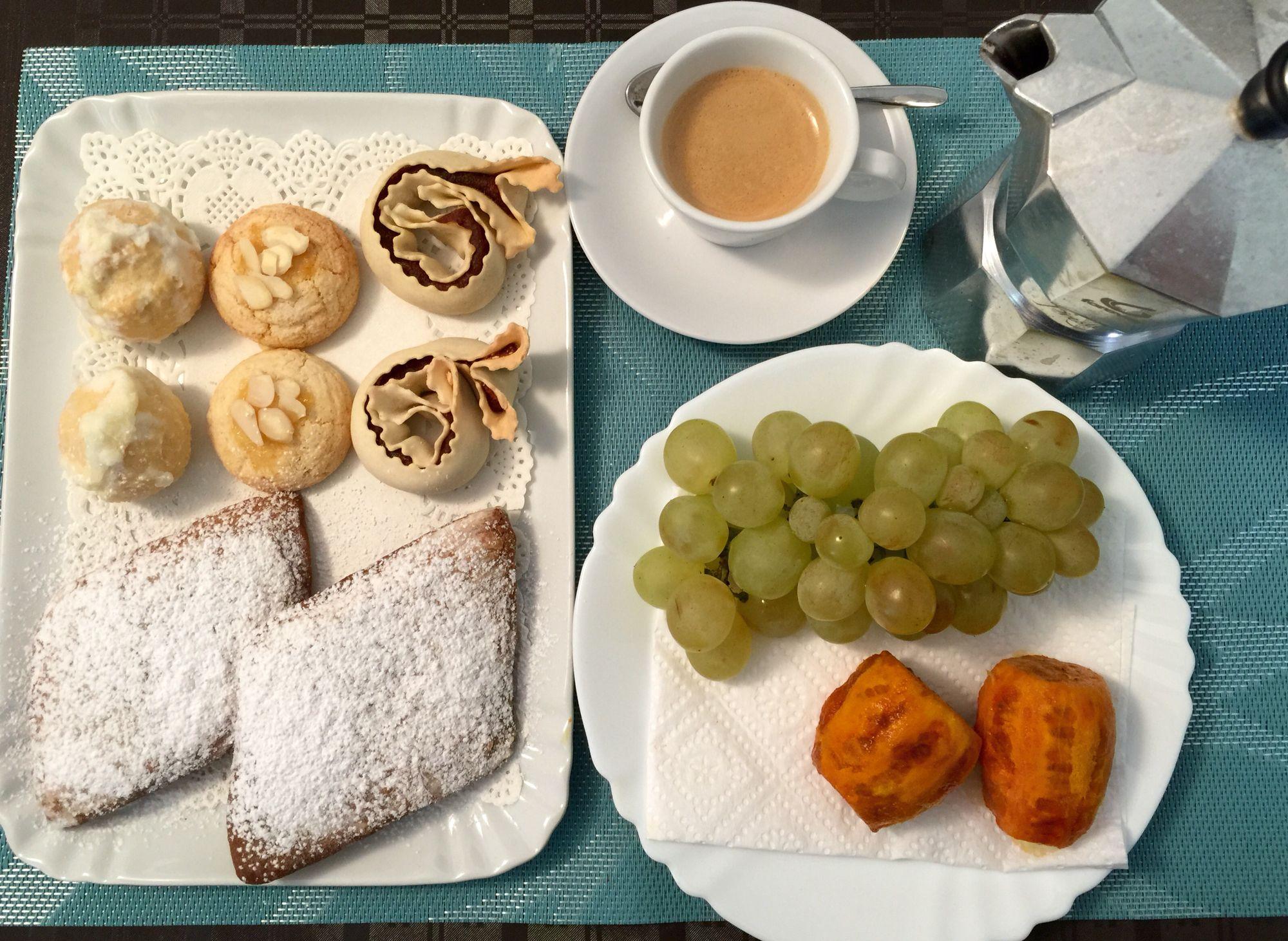 Colazione bambini ~ Colazione sarda a km a base di dolci tipici sardi frutta di