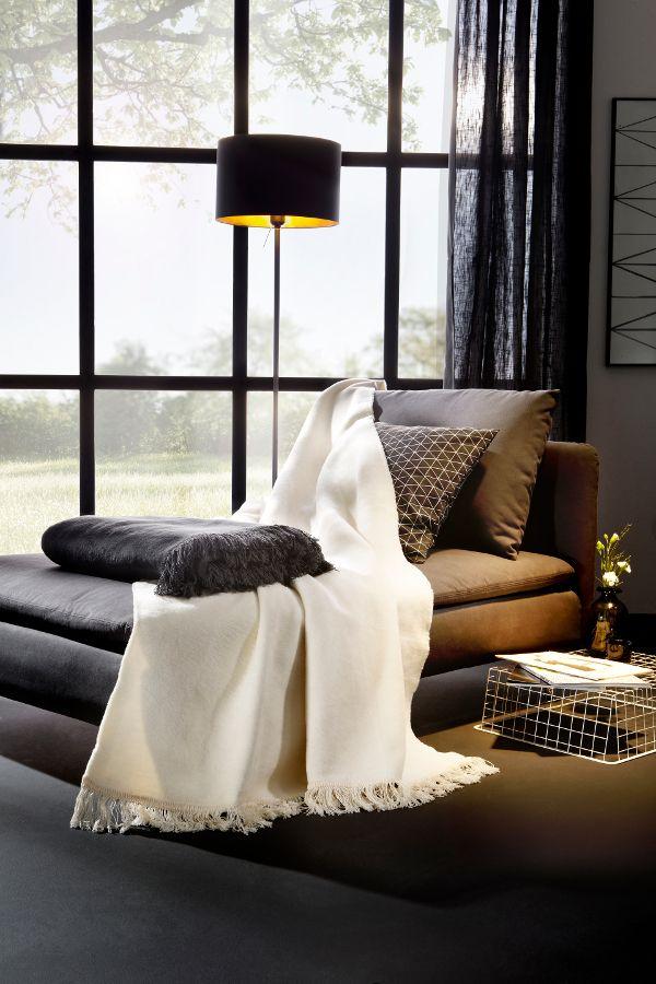 Wohnaccessoires in schwarz und weiß passen auch perfekt zu ...